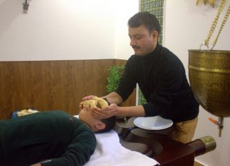 Veda5 Luxury Retreat Center Rishikesh Himalayas Digambar Singh Negi Ayurveda Panchakarma Spa Massage Therapist
